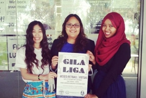 Murdoch Malaysian Association, The Singapore Link and Murdoch Thai Association's presidents posing with the Gila Liga event poster.
